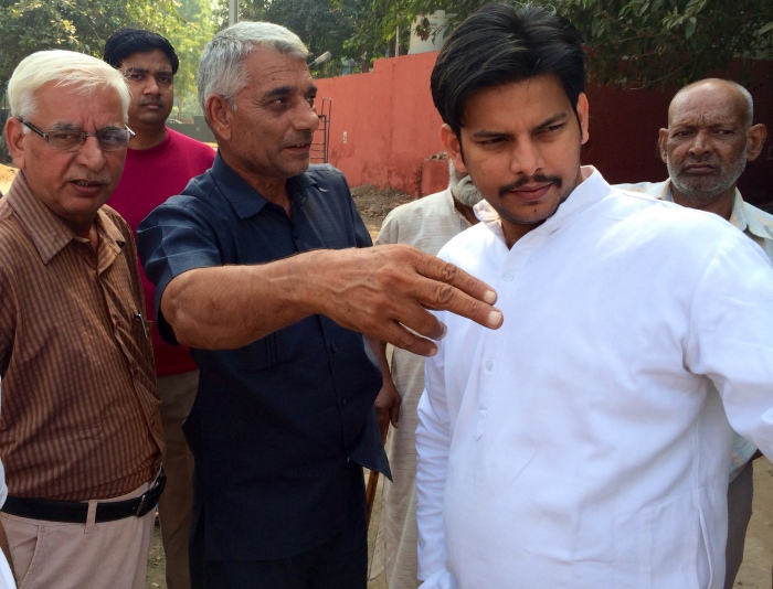 Prakash Jarwal (right) with the two government employees of the Horticulture Department.